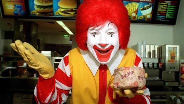 (video) Oferta McDonald's: Plătești pentru comandă cu o îmbrățișare sau un selfie