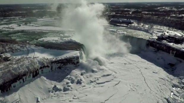 (video) Împărăția de gheață a cascadei Niagara văzută cu o dronă