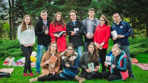 """""""Citește cu noi"""" – Participă la o campanie foto de promovare a lecturii"""