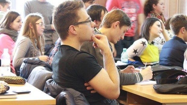 Circa 60 de elevi participă la Olimpiada republicană de Economie