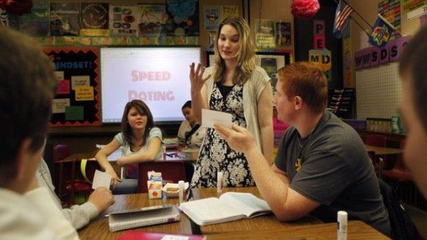 O profesoară de matematică din SUA şi elevii ei realizează propriul manual