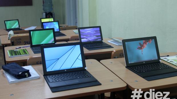 Table digitale și laptopuri: Școlile din țară pot concura pentru dotarea cu clase multimedia