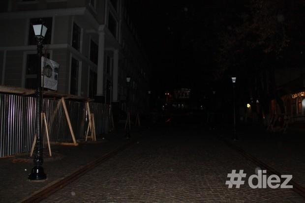 Ora Planetei în Chișinău, strada pietonală neiluminată