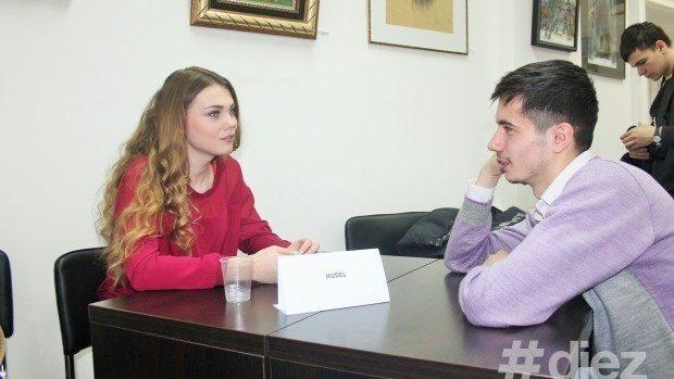"""(foto) Cum au scăpat moldovenii de prejudecăți răsfoind """"cărți vii"""""""
