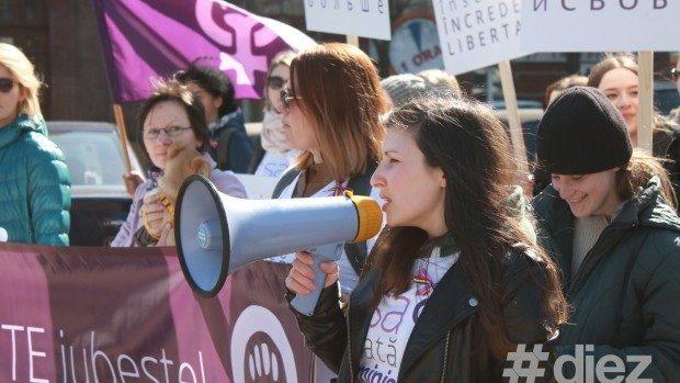 Grupul de inițiative feministe îi cere lui Chirtoacă să-și ceară scuze publice de la Greceanîi