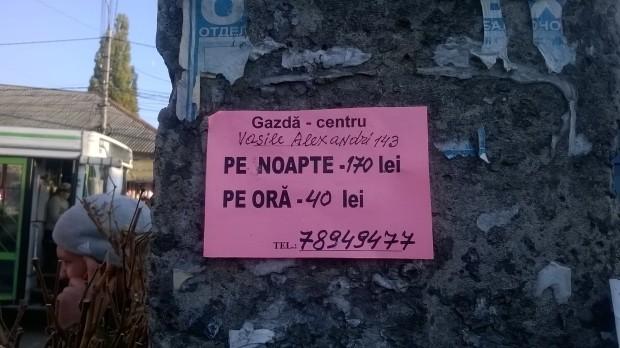 Publicitate gratis: Ce poți găsi dacă te uiți pe stâlpii și pereții din Chișinău