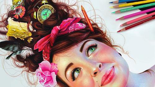 O tânără de 22 de ani face minuni pe hârtie cu ajutorul creioanelor colorate