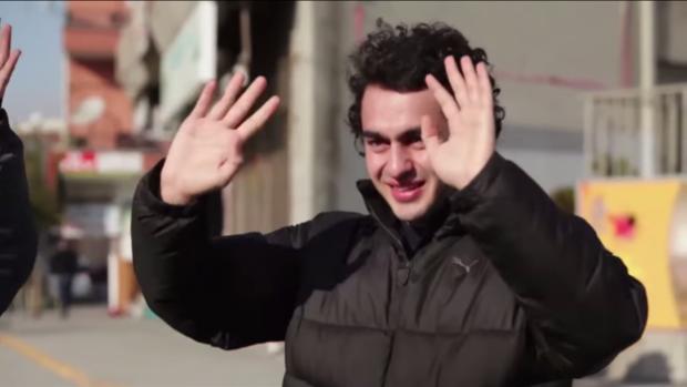 (video) Au învățat limbajul semnelor pentru a-i face o surpriză unui tânăr surd