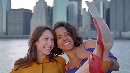 (video) Pantofi pentru selfie – Ridică-ți piciorul și fă-ți o poză