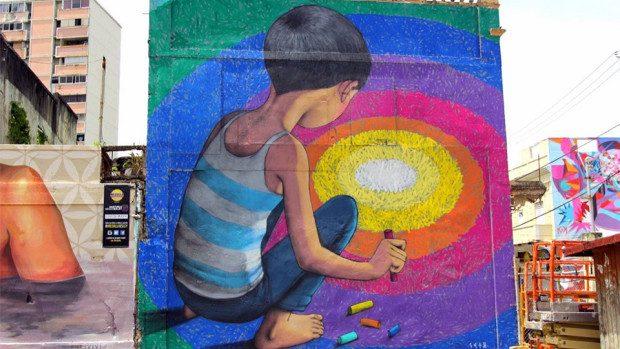 (foto) Evadează din monotonie. Simte profunzimea culorilor de pe pereţii Parisului