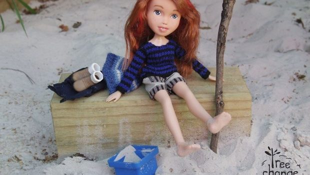 (video) Creativitatea ce promovează naturalețea și distruge păpușile Barbie idealizate