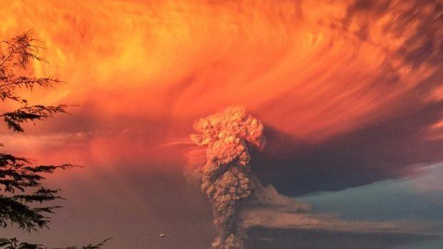 (foto, video) Imagini apocaliptice de la erupția unui vulcan din Chile