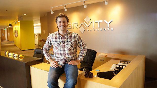Un antreprenor american a renunțat la milioanele din salariu în favoarea angajaților săi