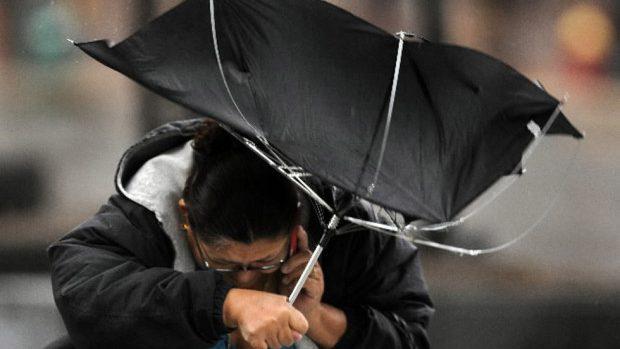 Consecințele ploii cu vânt – circa 30 de localități în beznă și  gospodării inundate