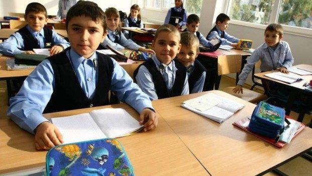 (doc) Începând cu 1 aprilie, părinții își pot înscrie copiii în clasa I. Orarul înscrierilor