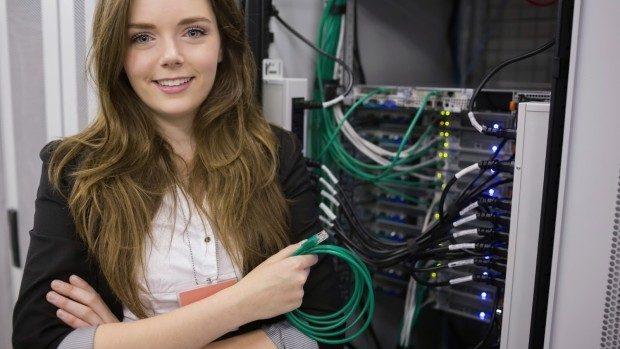 Top 13 companii internaționale care oferă oportunități femeilor în IT