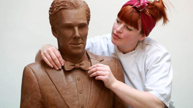 (foto, video) Cel mai atrăgător actor în rol dramatic este onorat cu o statuie de ciocolată