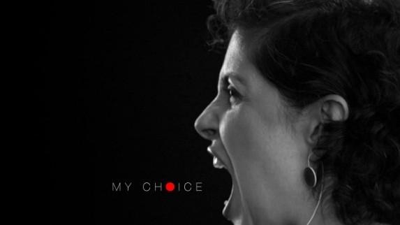 """(video) """"Este alegerea mea"""" – 99 de femei militează pentru drepturile lor"""