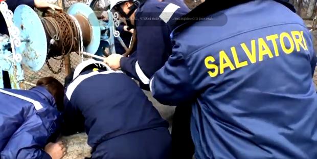 (video) Incident la Criuleni. Doi tineri au căzut într-o fântână