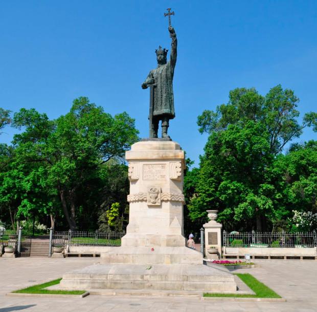 monument_of_stefan_cel_mare