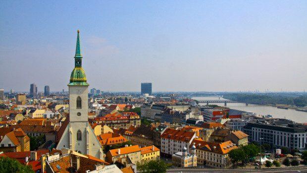 Oportunități de studii! Tinerii din Moldova pot aplica pentru burse în Slovacia