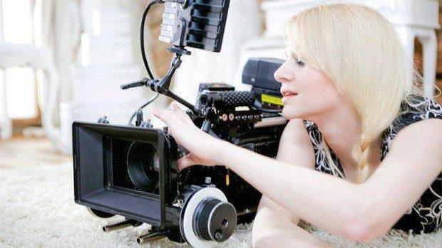 (video) Anna Constantinova – creatoarea videoclipurilor animate în 3D a formațiilor europene