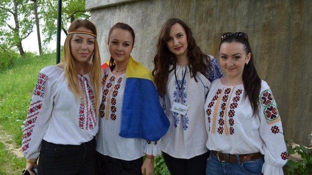 (foto) Studenții din Iași au refăcut Podul de Flori