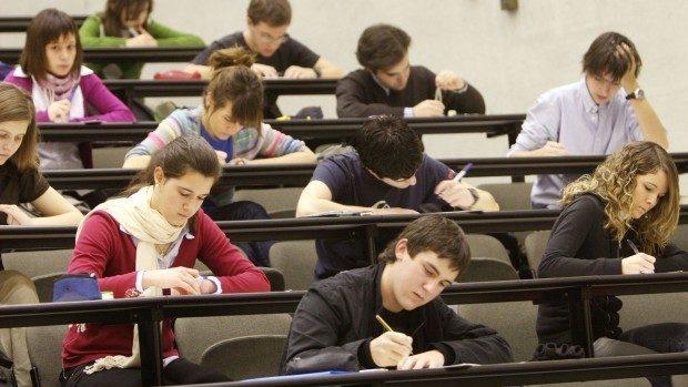 Examene 2016: Absolvenții de gimnaziu au susținut astăzi examenul la matematică