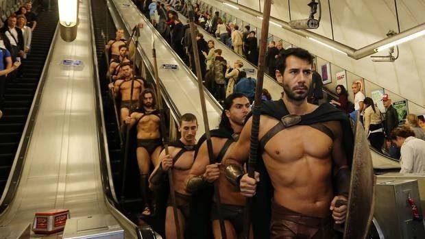 (foto) Spartanii au invadat metroul londonez