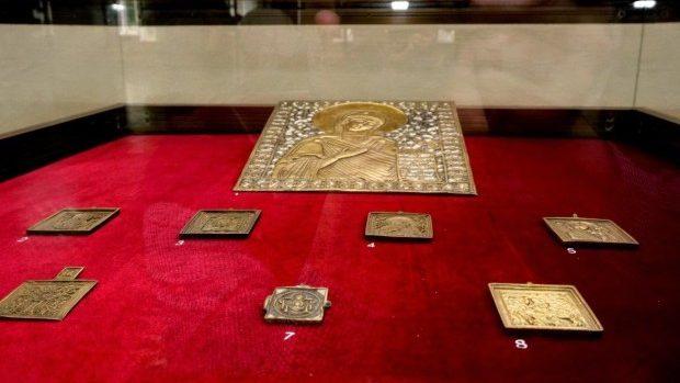 """(foto) Cele mai rare icoane au fost prezentate la expoziţia """"Candela nestinsă a credinţei"""""""
