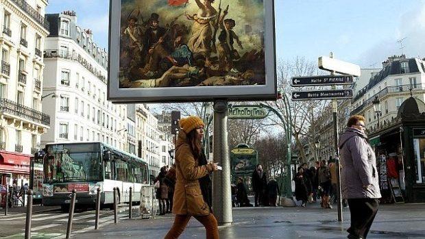 (foto) Uită de publicitate. Doar opere de artă pe billboard-urile Parisului