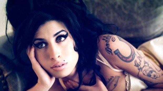 """(video) Descoperă un nou trailer despre """"AMY"""" – talentata și sensibila cântăreață Winehouse"""
