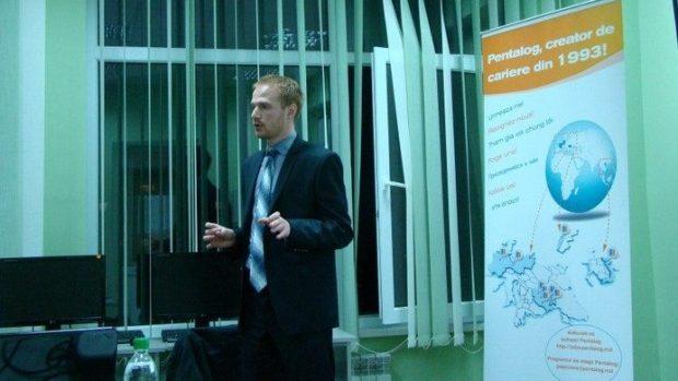 Avantajele serviciilor online specializate în piaţa muncii