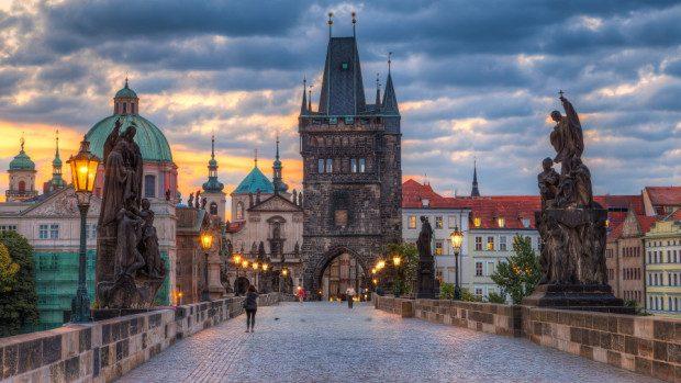 Studenții pot participa la o școală de vară în Cehia