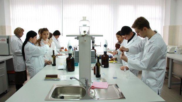 LA UTM a fost dată în exploatare o secţie didactică de micro vinificaţie