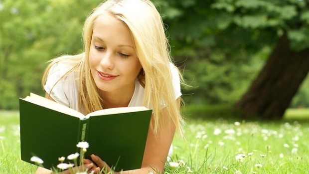 (foto) 21 de cărți pe care trebuie să le citești în această vară