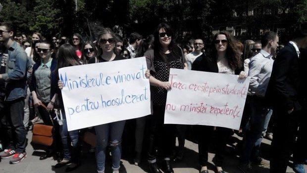 (foto) Protestul studenților de la ASEM: Nu vrem examene dublate