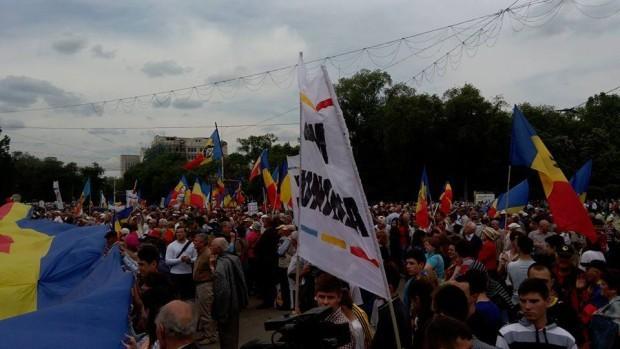(foto) Peste 25.000 de unioniști s-au strâns în Piața Marii Adunări Naționale