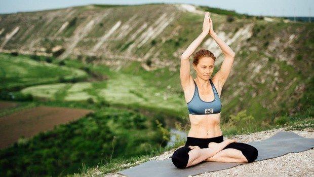 (foto) Cum e să practici yoga în aer liber pe stâncile de la Orheiul Vechi