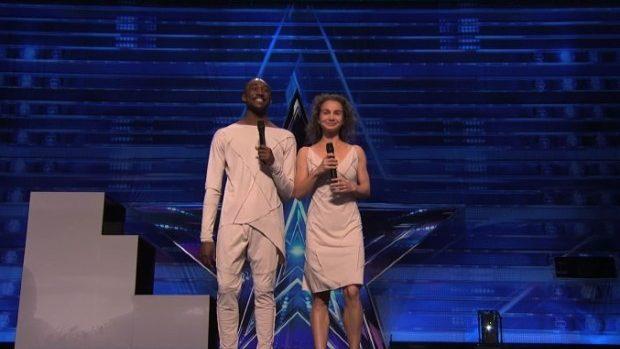 (video) Dans emoționat sub picături de ploaie la America's Got Talent