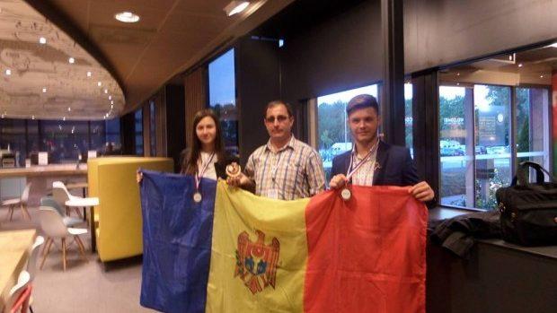 Două medalii de bronz la Olimpiada Internațională de Ecologie