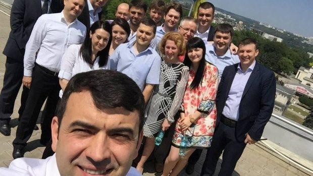 Fotografie de adio la Guvern: Gaburici într-un selfie alături de echipa sa