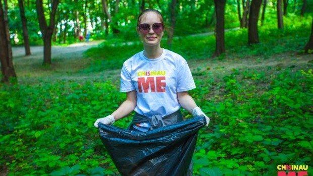 (foto) Chișinău is Me a participat la salubrizarea parcului Valea Morilor