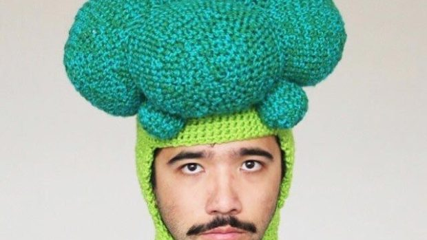 Atunci când extravaganța unui bărbat clocotește el își croșetează pălării