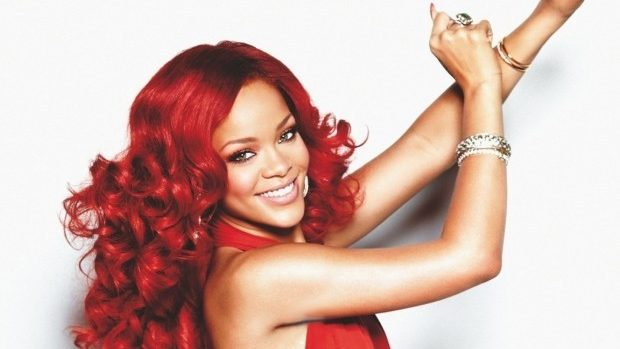 (foto) Rihanna a creat o colecție de tatuaje temporare
