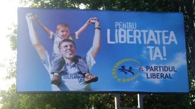 Chirtoacă renunță la panourile publicitare pentru turul doi și donează banii orfelinatului din Strășeni