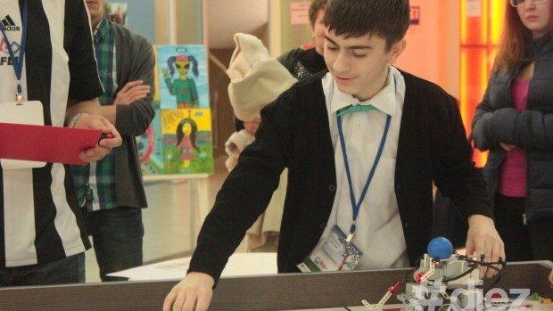 Concurs privind dotarea gimnaziilor și liceelor cu seturi de robotică
