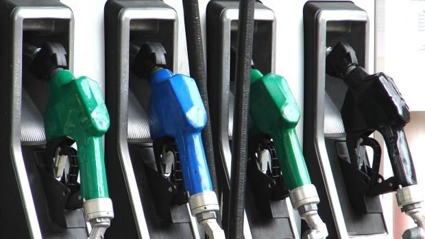 A fost majorat prețul carburanților la două companii petroliere
