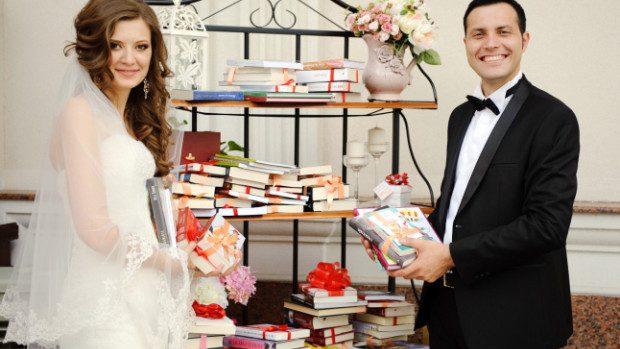 Ce ar fi dacă ai primi în dar o bibliotecă la nunta ta?