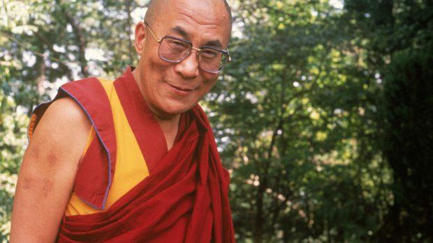 O zi alături de Dalai Lama – Meditează, studiază textele budiste și nu ia cina